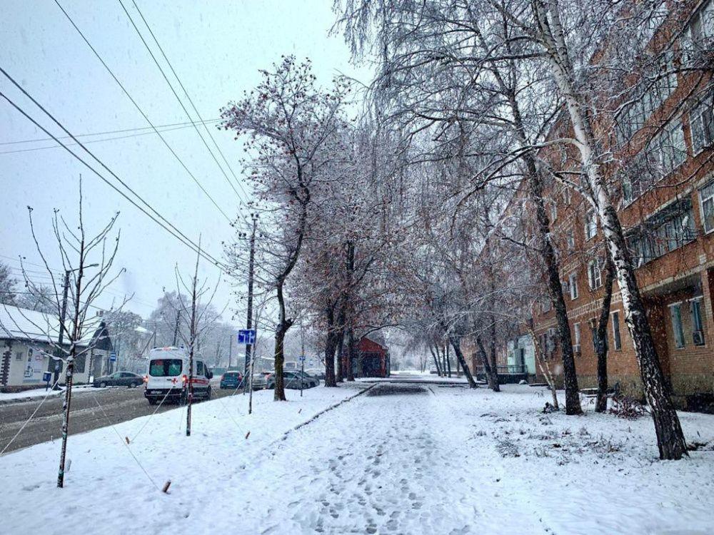 В Усть-Лабинском районе выпал первый снег в 2021 году
